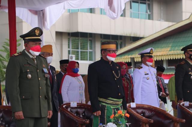 Wakil Ketua DPRD Inhil ikut Menyaksikan Pengibaran Bendera Merah Putih